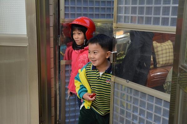 【君品居家圓夢計劃】林小妹妹與弟弟回家發現驚喜的瞬間
