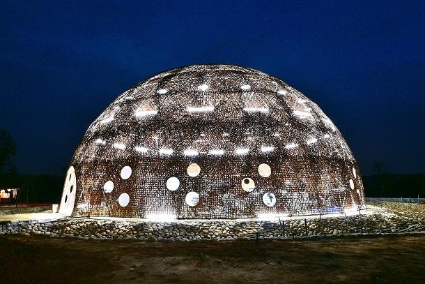 外埔園區汙水處理設施在燈光點綴更顯閃耀(圖由台中市政府提供)