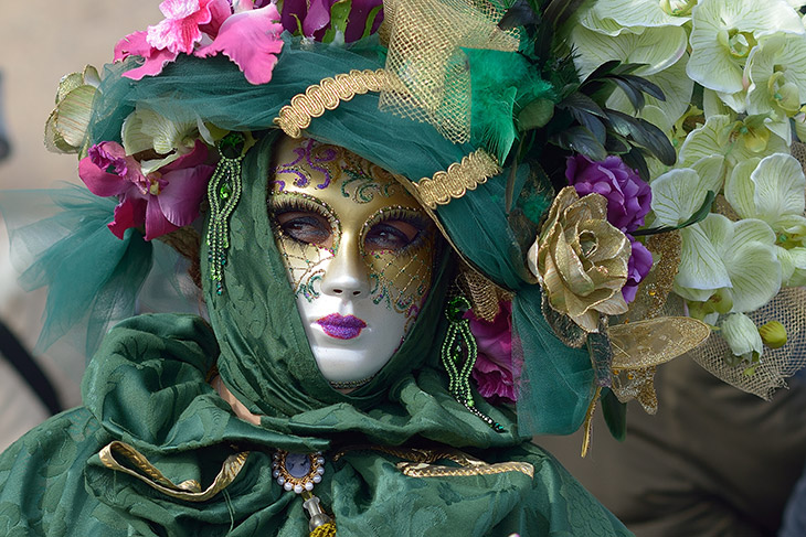 Green Venice carnival costume and mask - The Carnival of Venice Is The Best Time To Visit Venice