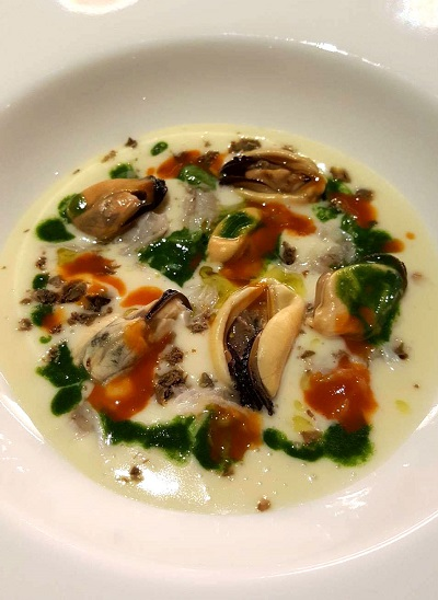 Potato-cream-with-capers-and-spider-crab-oyster-sauce-and-finger-lime